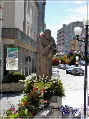 Statua di San Felice - Nicosia (3546 clic)