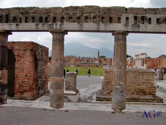 Rovine della città romana distrutta dall'eruzione del Vesuvio del 79 D.C. - Pompei (8469 clic)