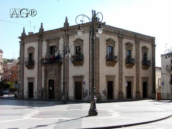 Palazzo di città - Regalbuto (5782 clic)
