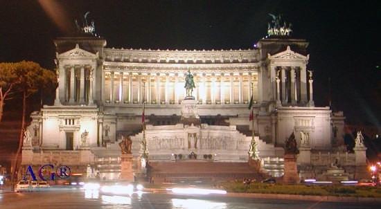 L'Altare della Patria di notte - Roma (5613 clic)