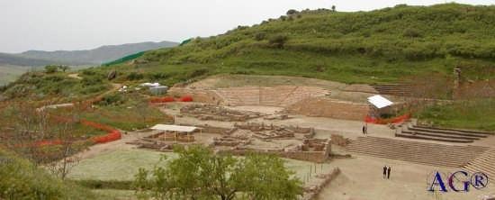 Veduta di Morgantina: teatro, agorà, ecc. (3260 clic)