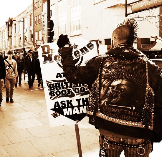 Revolution @ London -  - inserita il 16-May-11