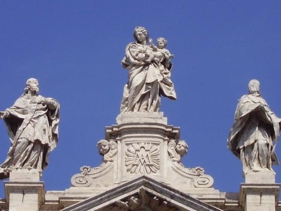 Roma, Piazza  Santa Maria Maggiore (4002 clic)