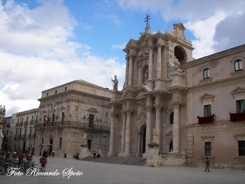 Siracusa Piazza Duomo (2378 clic)