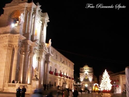 Siracusa Piazza Duomo (3439 clic)