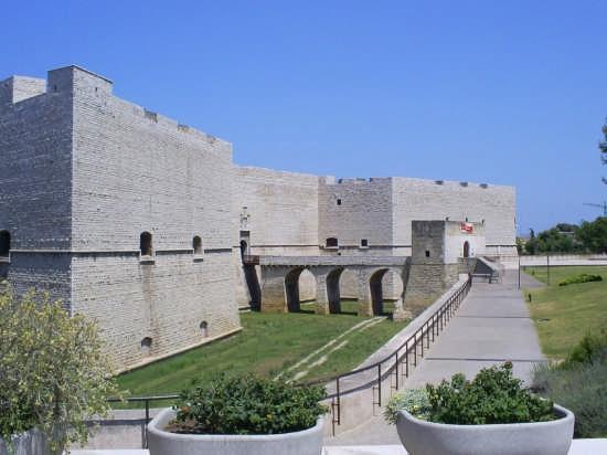 Castello Svevo-Aragonese e giardini. - Barletta (6448 clic)