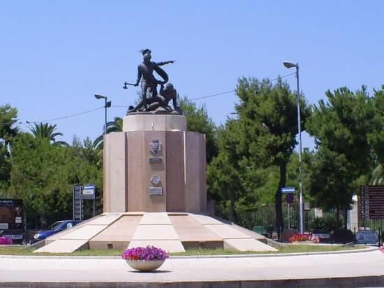 Monumento a Ettore Fieramosca (Disfida di Barletta). (10017 clic)