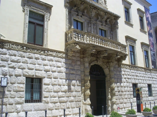 Palazzo Della Marra. Sede del Museo De Nittis. - Barletta (4129 clic)