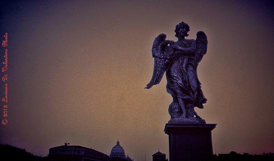Angelo  nel cielo di Roma (1576 clic)