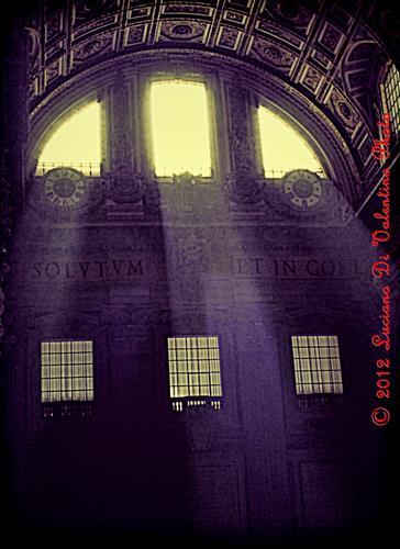 Passaggi luminosi in San Pietro (2) - Roma (2383 clic)