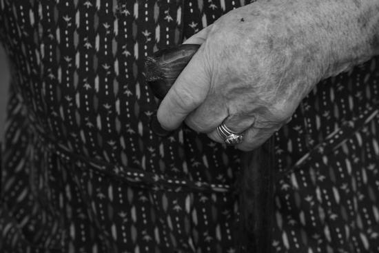 Grandma Hands  (821 clic)