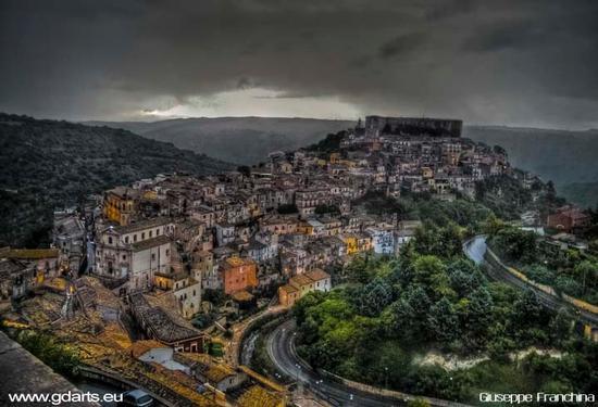 Ibla Sotto la pioggia - Ragusa (2772 clic)