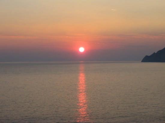 Corniglia - tramonto dalla marina (2266 clic)