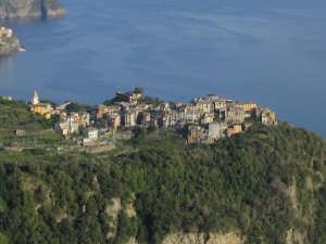 Corniglia vista da S. Bernardino (2733 clic)