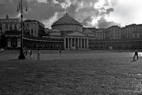 Piazza Plebiscito - NAPOLI - inserita il 01-Jun-11