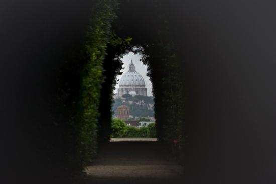 S. Pietro dal buco della serratura - Roma (4341 clic)