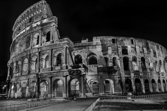 Colosseo by night - ROMA - inserita il 17-May-12