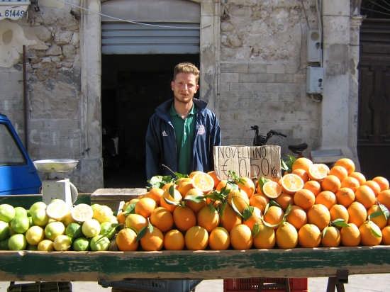 Al Mercato di Ortigia - SIRACUSA - inserita il 06-Jul-07