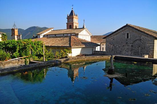 Chiesa - riflesso nell'acqua - Collepardo (627 clic)
