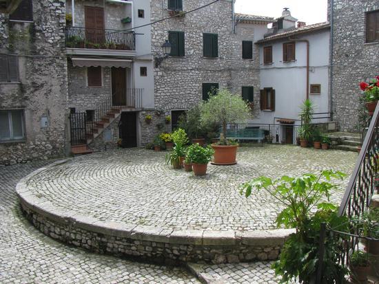 La Piazza - Bassiano (1012 clic)