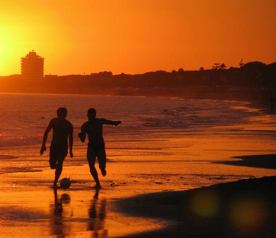 Giocatori al tramonto - Terracina (9358 clic)