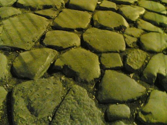 tipica  pavimentazione delle strade romane (5686 clic)