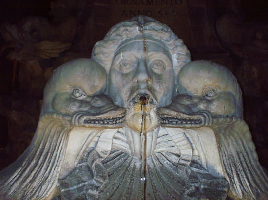 scultura marmorea della fontana nettuno - Roma (1989 clic)