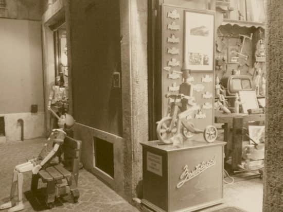 la bottega dei giocattoli di legno - Roma (3419 clic)