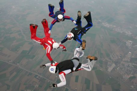 Foto aerea lancio paracadute - Ravenna (2360 clic)