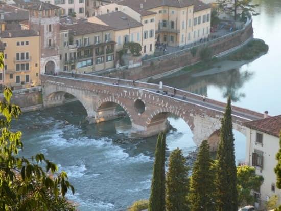 Verona -Ponte Pietra (4141 clic)