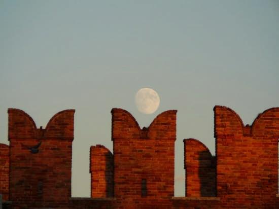 Verona-La luna a Castelvecchio (5255 clic)