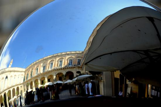 Riflessi 1 - Lecce (2542 clic)