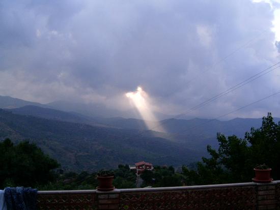 Vallata Castelbuono ingresso raggio solare (2663 clic)