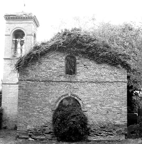 PIEVE POSSEDUTA DALLA VEGETAZIONE - Pesaro (2400 clic)