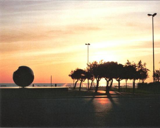 Alba su Piazzale Libertà. Pesaro. (3452 clic)