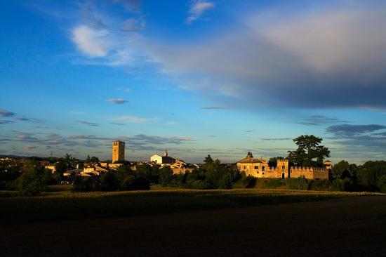 ultimi raggi di luce (Castellaro Lagusello) - MONZAMBANO - inserita il 23-Nov-11