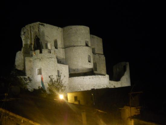 castello con guardiano  - Morano calabro (2575 clic)