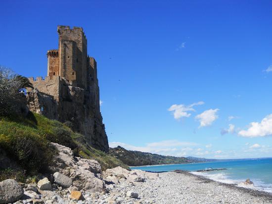 Castrum Petrae Roseti - Roseto capo spulico (2319 clic)