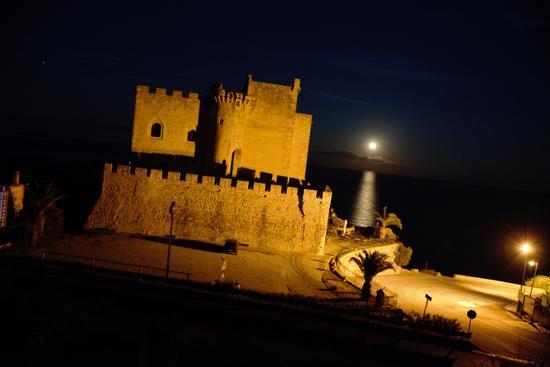 Castello - Roseto capo spulico (349 clic)