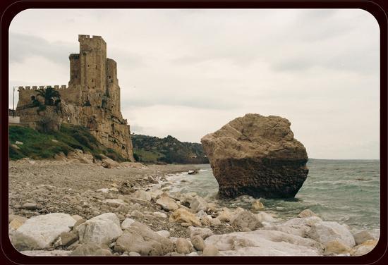 castello di Roseto Capo Spulico (627 clic)