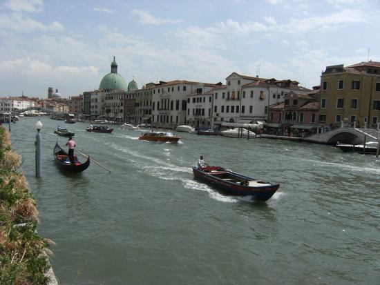 Traffico intenso sul Canal Grande - Venezia (2651 clic)