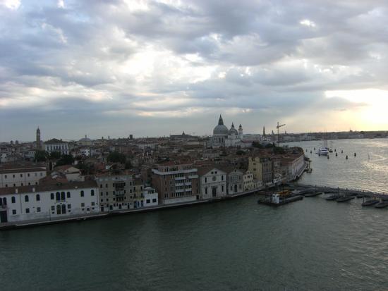 Rientro al Porto di Venezia vista dalla nave 15 luglio 2011 (1658 clic)