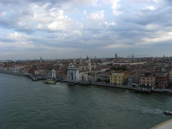 Rientro al Porto di Venezia vista dalla nave 15 luglio 2011 (1526 clic)