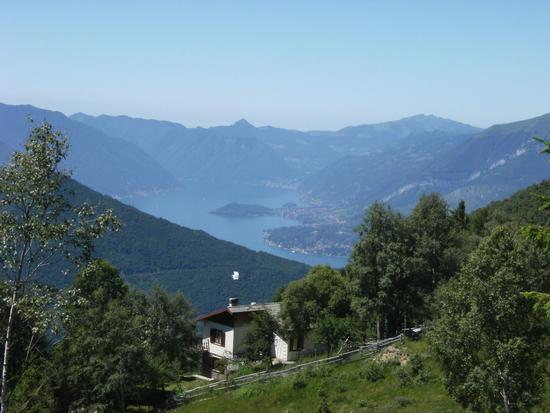 Scorcio del lago di Como (Lario) visto dall'Alpe Giumello 1600 m.  s.l.m. - Casargo (2215 clic)