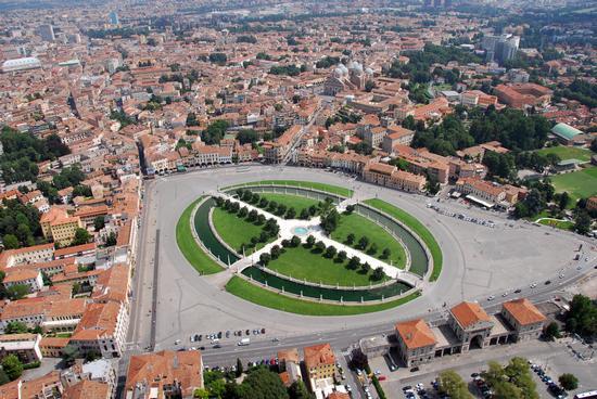 Piazza Prato della Valle - PADOVA - inserita il 02-Sep-11