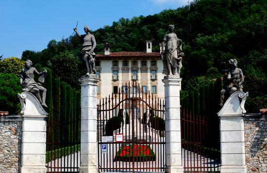 Un bellissimo cancello per una bellissima villa - Trescore balneario (3355 clic)