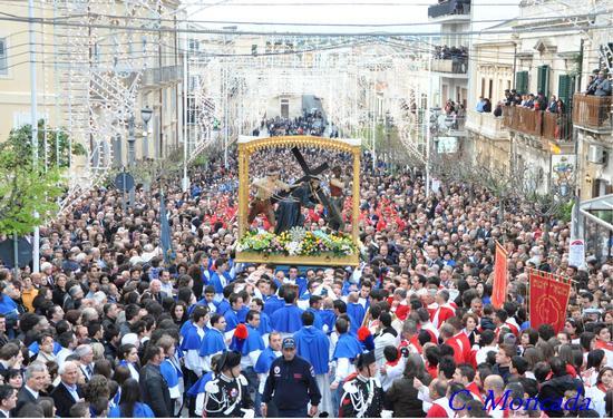 Processione del SS. Cristo con la Croce - Ispica (3955 clic)