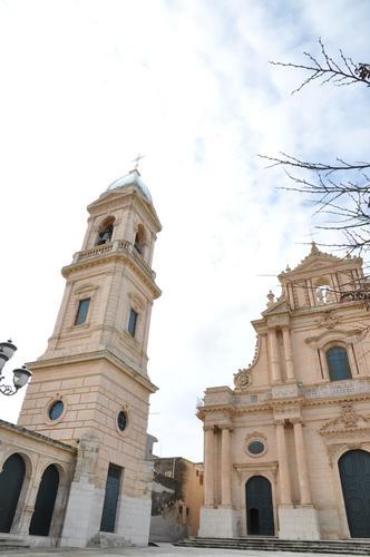 Torre campanaria della SS. Annunziata di Ispica (1719 clic)