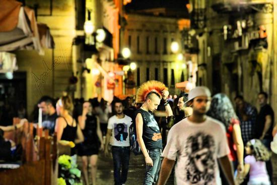 Scatto del 10/09/11 Via Libertini a Lecce.... sarà invidia la mia? (3069 clic)