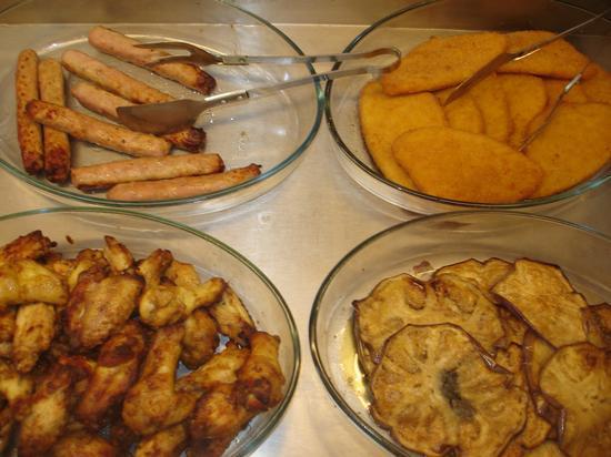 aletti alla paprica, salsiccia di maiale, cotolette di pollo, melenzana fritta - Castelvetrano (2671 clic)
